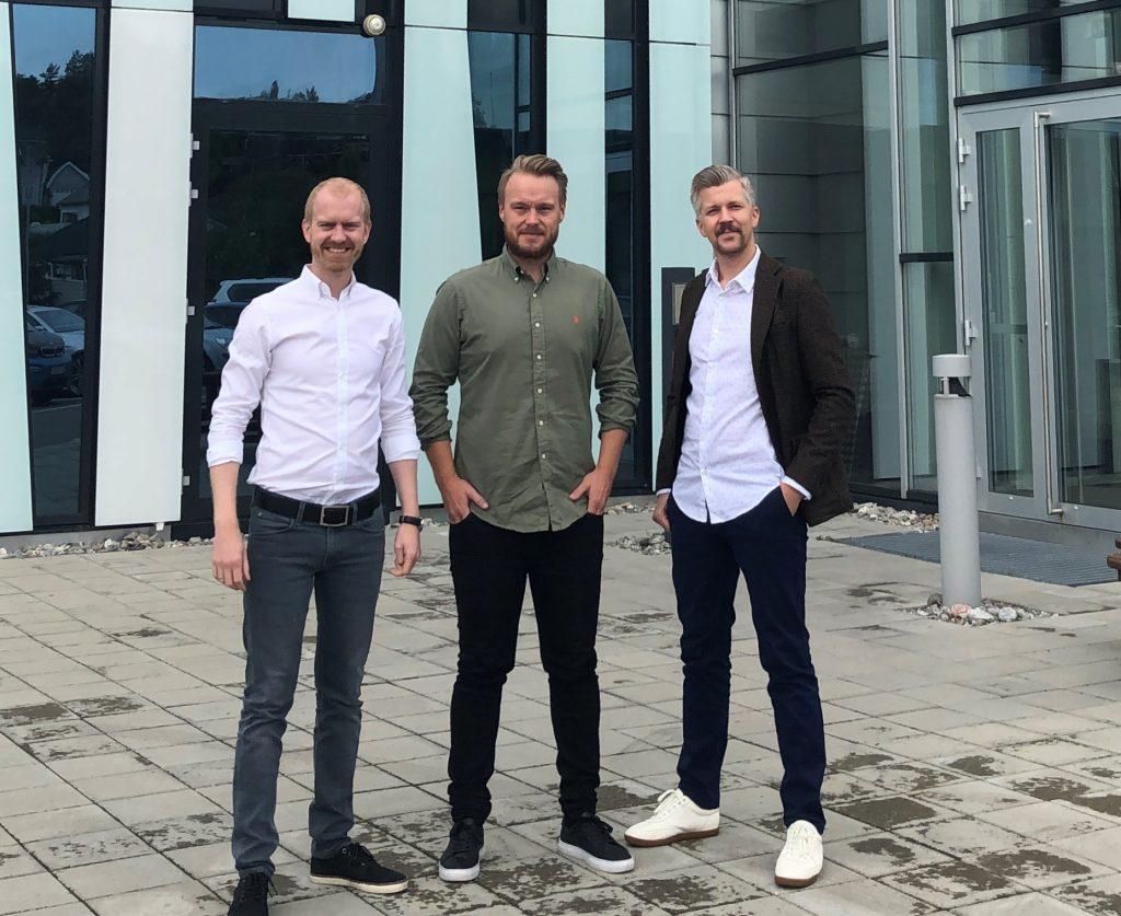 Sondre Gangås, Anders Denis og Tom Henrik Forsberg ønsker velkommen til Skipnes' salgskontor i Moss.