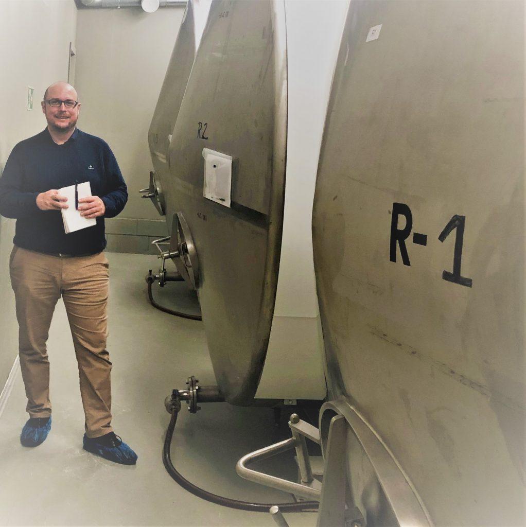 Skipnes og Joachim Valle Hansen er imponert over produksjonen og ambisjonene til Noumami.